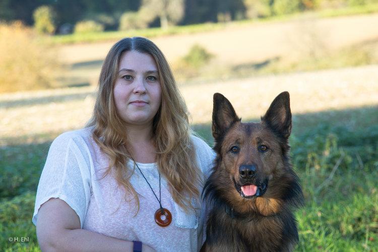 Nella Kartell mit Hund